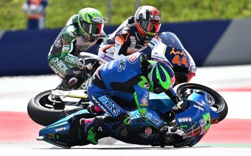 Abflug des Italieners Enea Bastianini in der Moto2-Klasse. Das Motorrad wurde in weiterer Folge in die Luft geschleudert.afp