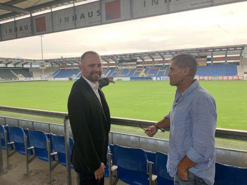 Altach-Vizeobmann und Finanzchef Christoph Begle erklärt die Einteilung der Zuschauerränge. Gut 400 Plätze sind für VIP-Kartenbesitzer reserviert.Adam