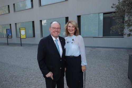 Altbürgermeister Sigi Gasser und Conny amüsierten sich.
