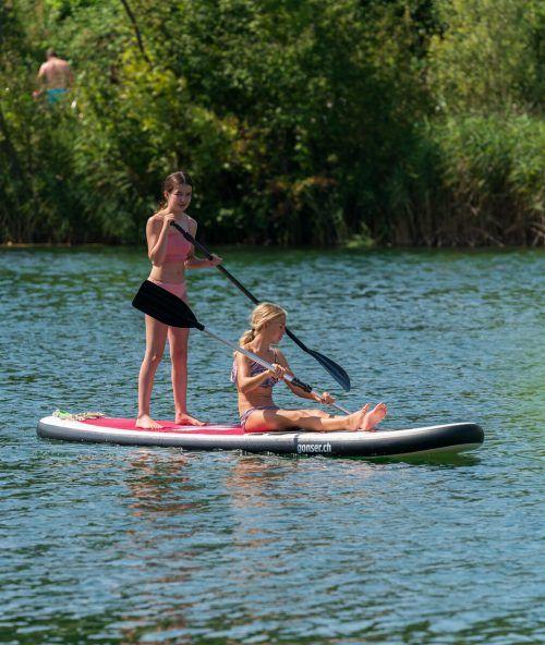 Am Alten Rhein bei Hohenems ließ es sich am Sonntag gut baden und paddeln. VN/Stiplovsek