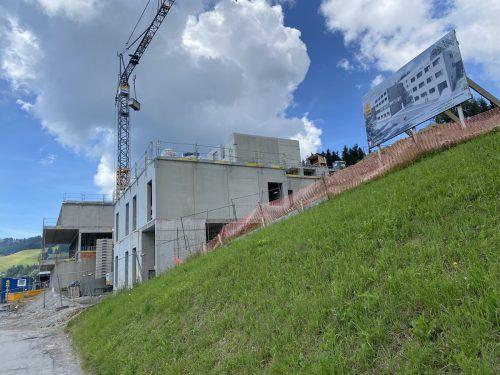 Am Jufa-Hotelbau in Laterns wird eifrig gearbeitet. VN/Schweigkofler