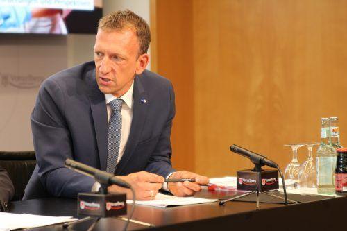 """AMS-Chef Bereuter ortet """"bessere wirtschaftliche Entwicklung""""..VN"""
