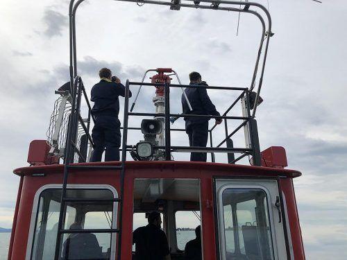 """An der Suchaktion nach dem Vermissten beteiligte sich auch dasBoot """"Föhn"""" der Feuerwehr Hard.feuerwehr Hard"""