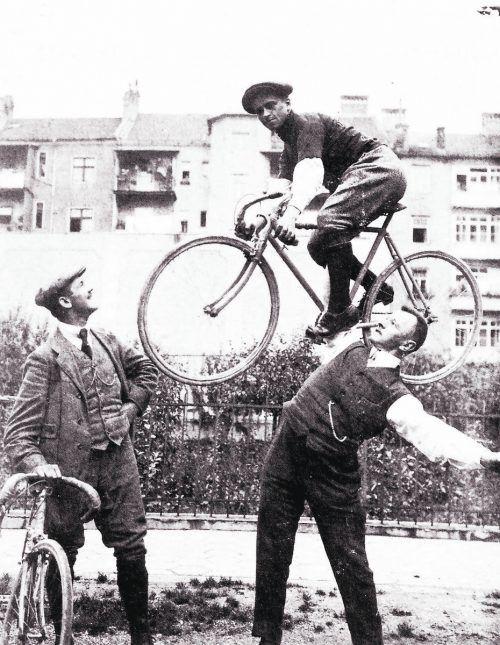 Auf Einladung von Otto Madlener nahm Anfang Juli 1914 der bekannte deutsche Radprofi Erich Aberger (1892–1941) an einem Rennen in Bregenz teil. Der Stemmer Madlener nahm den Radsportler samt Rennrad auf den Arm.