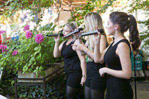 Bei der 4. Zemm-Session heizte die Band Trible the Treble dem Publikum im Gastgarten des Sternbräus gehörig ein. D. Mathis
