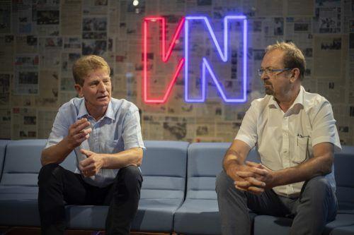 Bernhard Kleber (links) und Rainer Siegele im Gespräch mit den VN über e5, die Vergangenheit und die Zukunft. VN/Paulitsch