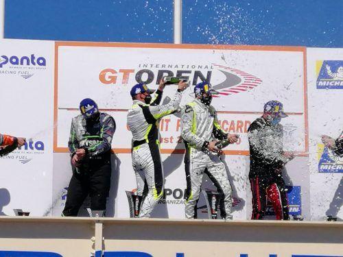Christian Klien und sein Kollege Patryk Krupinski vom JP-Motorsportteam nahmen nach dem Sieg in Le Castellet eine Champagnerdusche.privat