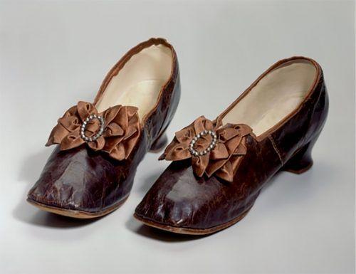 Damit wurden auch Schuhe aufgeputzt.