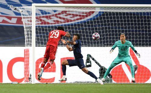 Das entscheidende Tor im Champions-League-Finale gelang dem Pariser Kingsley Coman, im Bild kommt der deutsche Nationalspieler Thilo Kehrer zu spät.Reuters