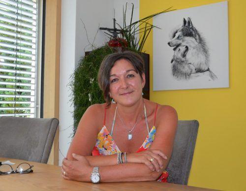 Das Husky-Bild an der Wand hat Andrea Tschofen-Netzer gemalt. HRJ