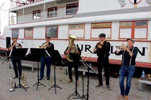 """Das """"Sonus Brass Ensemble"""" mit Attila Krako (Trompete), Zoltan Holb (Horn), Harald Schele (Tuba), Jan Ströhle (Posaune) und Stefan Dünser (Trompete), von links. bms/4"""