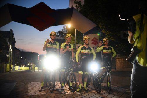 Das Team-Vorarlberg-Quartett Johannes Schinnagel, Daniel Geismayr, Jack Burke und Felix Meo (v. l.) unmittelbar vor dem Start beim Race Around Austria.Haumesser
