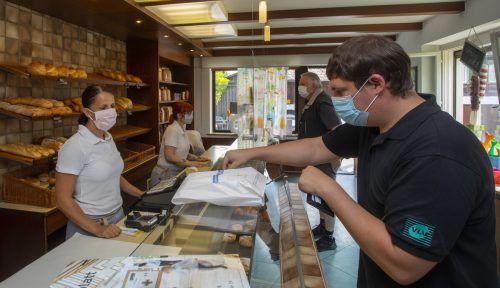 Das Tragen von Masken ist ein wichtiger Teil im Kampf gegen das Coronavirus, es müssen dafür aber offenbar Nachteile in Kauf genommen werden. VN/Paulitsch