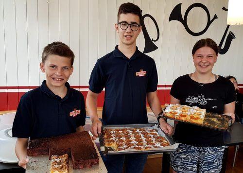 """Den Dorffest-Kuchen ohne """"Dorffest"""" genießen, so das Motto der großen Kuchenaktion des Lochauer Musikvereins. bms"""