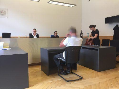 Der Angeklagte kam mit einem außergerichtlichen Tatausgleich ohne Vorstrafe davon, musste sich aber entschuldigen. VN/GS
