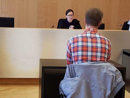 Der junge Mann bekannte sich vor Richterin Sabrina Tagwercher schuldig. EC