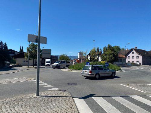 Der Kreisverkehr wird umgestaltet, um den Verkehr auf der Treietstraße zu entschleunigen.VN/Schweigkofler