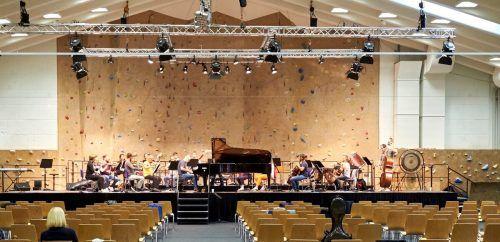 Der Sportpark in Lech fungiert als Konzertsaal. Seit Samstag wird geprobt, am Mittwoch erfolgt der Festival-Auftakt. Festival, Flasaar