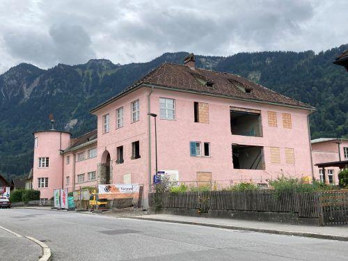 Der Turnsaal der Volksschule Nenzing wird in einer ersten Bauetappe saniert, zudem entstehen neue Sanitäranlagen, Lehrerbereich und Direktion.EM
