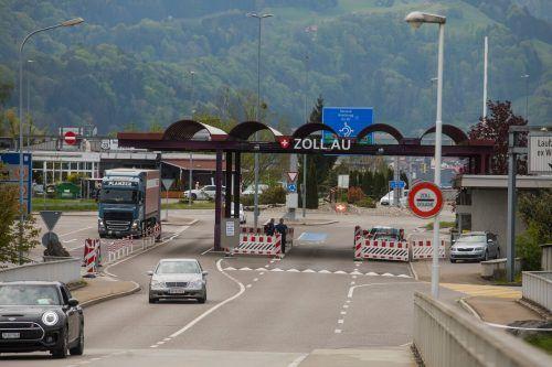 Der Verkehr am Zollamt in Lustenau kam im März und April zum Erliegen. VN/Paulitsch