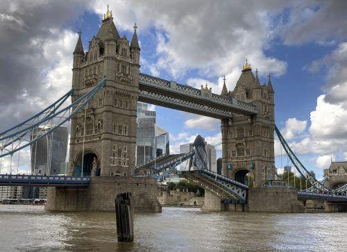 Die Brücke ließ sich zeitweise nicht mehr schließen. AP