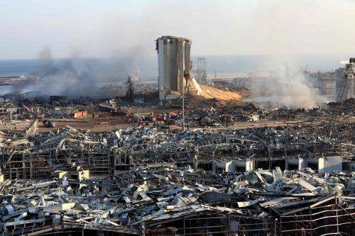 Die Druckwelle riss einem Erdbeben gleich die Gebäude am Hafen nieder. AFP, Reuters