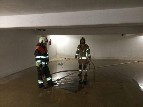 Die Feuerwehren mussten vor allem zum Auspumpen von Wasser in Kellern ausrücken.feuerwehr Altach