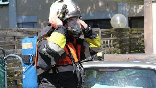 Die Feuerwehrleute schritten mit Atemschutz zur Tat. symbol/vol.at