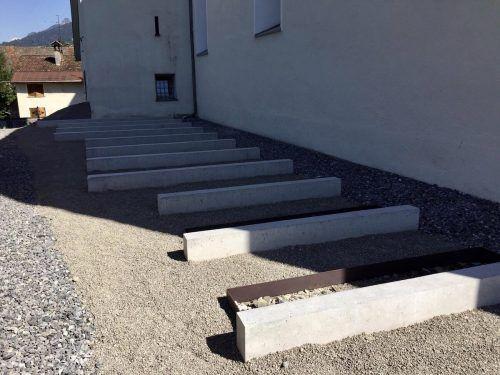 Die Fundamente der neuen Grabstätten auf der nördlichen Seite der St. Jacobuskirche in Bludesch konnten bereits gesetzt werden. VN-JLO
