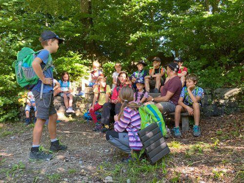 Die Kinder lernten von Jürgen Ernst viel über den Wald.Stadt