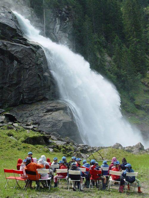 Die Krimmler Wasserfälle stürzen in drei Kaskaden ins Tal. APA
