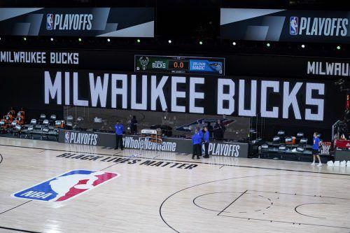 Die Milwaukee Bucks erschienen aus Protest nicht zum Play-off-Spiel. LeBron James, NBA-Superstar, stand voll hinter der Aktion der Bucks. Tennis-Star Naomi Osaka verzichtete auf ihr Halbfinale beim Masters in New York.ap