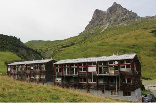 Die Notwendigkeit von zeitgemäßen Unterkünften für das Personal wurde in Warth schon früh erkannt, Stefan Strolz baute bereits 1992 sein Teamhotel.
