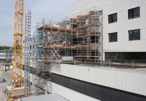 Die Sanierungs- und Adaptierungsarbeiten im und am LKH Bludenz befinden sich nach Jahren der Bautätigkeit in der finalen Phase. VN/JS