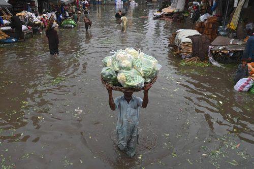 Die Stadt Lahore ist von den Regenfällen besonders betroffen. AFP