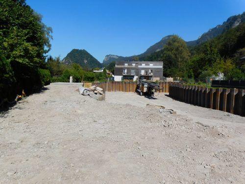 Die Tiefbauarbeiten am neuen Wohnbauprojekt laufen bereits.mima