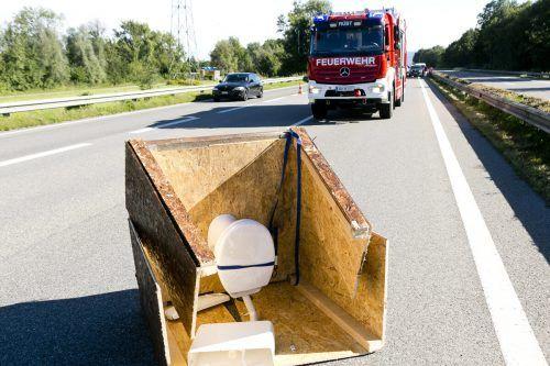 Die verlorene Toilette auf der Rheintalautobahn führte zu mehreren Unfällen, glücklicherweise ohne Verletzte. D. mathis