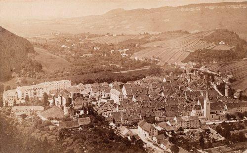 Diese seltene Aufnahme der Stadt Feldkirch ist um 1880 zu datieren, die Stadtchronik ist 200 Jahre älter. Vorarlberger Privatsammlung