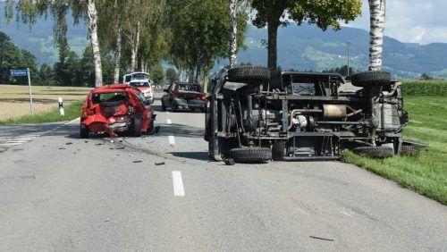 Drei Fahrzeuge waren bei dem Auffahrunfall im benachbarten Oberriet im Kanton St. Gallen beteiligt. kapo
