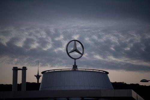 Dunkle Wolken über dem Hauptquartier des Autobauers Daimler Benz. APA