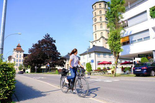Durch die Begegnungszone im zentralen Bereich der Mariahilfstraße und der Friedhofgasse soll die Aufenthaltsqualität erhöht und der Verkehr verlangsamt werden. Stadt
