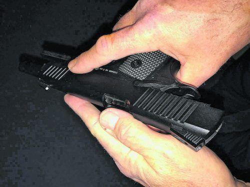 Ein 18-jähriger Mann hatte bei dem Streit drei Schüsse aus einer Gaspistole abgefeuert.symbol/vn