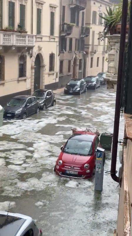 Eine überflutete Straße nahe der Piazza Isola in Verona. Reuters