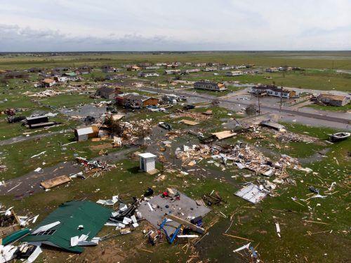 Eine zerstörte Nachbarschaft in den Randbereichen von Lake Charles. 47.000 Gebäude in zwei Staaten waren ohne Strom. APA