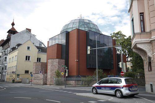 Elie Rosen wurde vor der Synagoge von einem Mann mit einem Holzprügel angegriffen. Am Sonntagabend wurde ein Verdächtiger festgenommen. APA