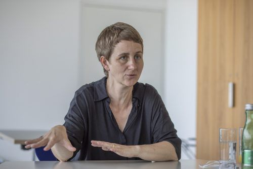 """Elisabeth Stöppler: """"Wie wir miteinander und mit Ressourcen umgehen, diese Frage wird hier unter das Brennglas gehalten."""" VN/RP"""