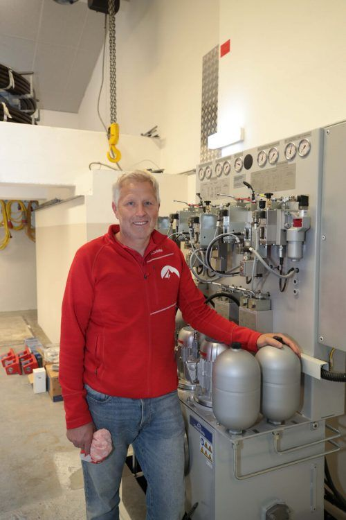 Es ist vollbracht – und Roland Schallert stolz auf die neue Anlage. ame