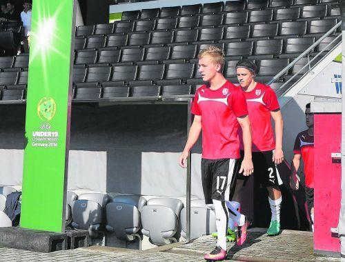Fabian Gmeiner (v.) bei der U-19-EM-Endrunde mit Teamkollege Xaver Schlager.gepa