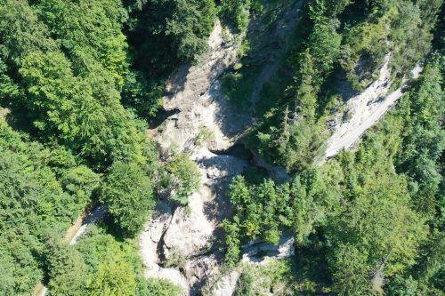 Felssturz im Gamperdonaweg: Die Geröll- und Schuttmassen lösten sich laut Polizei im Bereich des Tunnels. Agrargemeinschaft Nenzing