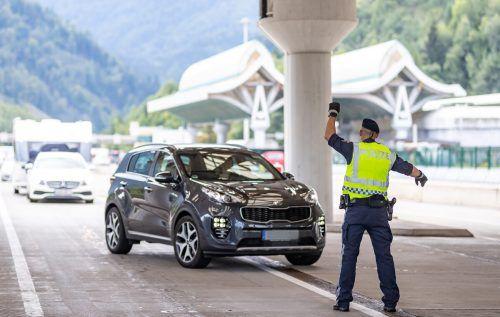Für Kroatien gilt seit Montag eine Reisewarnung. An der slowenisch-österreichischen Grenze beim Karawankentunnel fanden strenge Kontrollen statt. APA